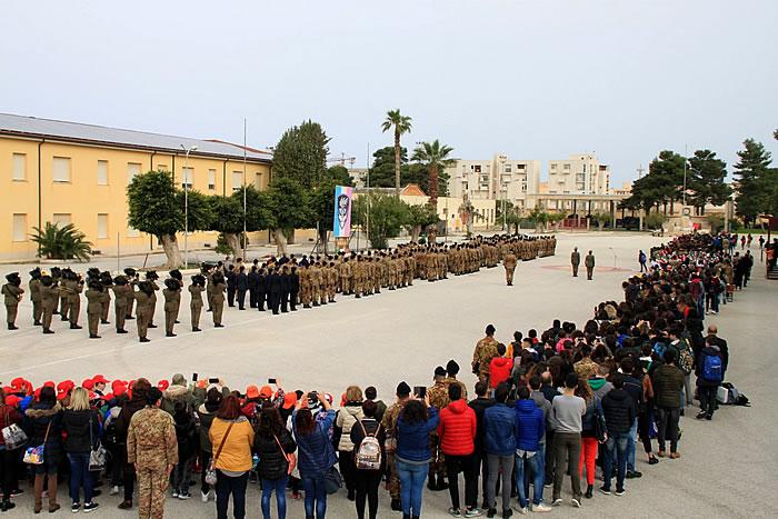 I Bersaglieri celebrano l'Unità Nazionale, la Costituzione, l'Inno e la Bandiera con gli studenti della provincia di Trapani