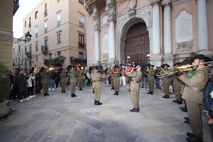 Buon compleanno Esercito! Anche Trapani festeggia i 157 anni della Forza Armata con la fanfara del 6° Reggimento Bersaglieri
