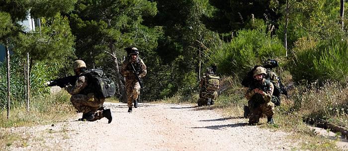Il 6° Reggimento Bersaglieri si addestra al combattimento in ambiente boschivo