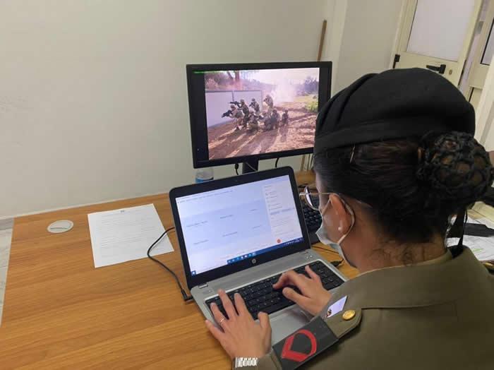 OrientaSicilia - l'operatrice dell'Esercito in chat